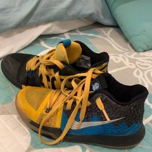 Kyrie youth size 5